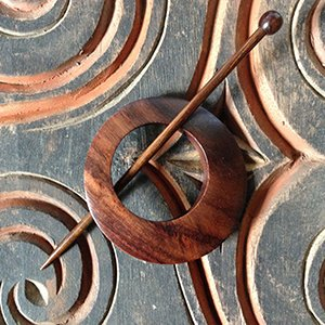 SP3 Classic Off Centre Shawl Pin Rosewood